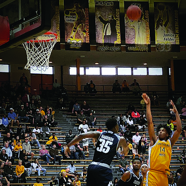 Golden Eagles Muzzle Owls for first Conference USA Win
