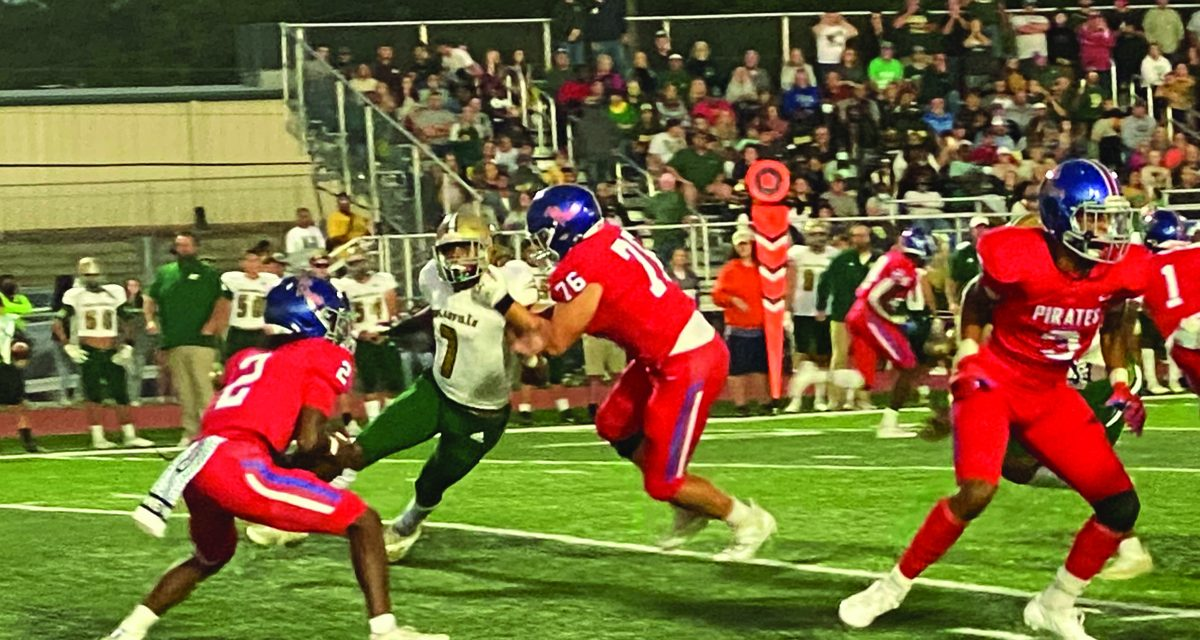 Hornets Sting Pirates 28-6 on Homecoming